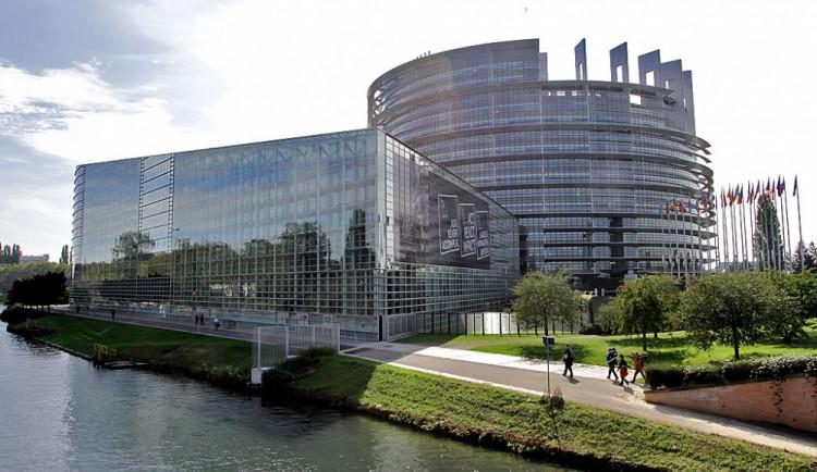 Dopad eurovoleb na ekonomiku bude podle analytiků zatím minimální