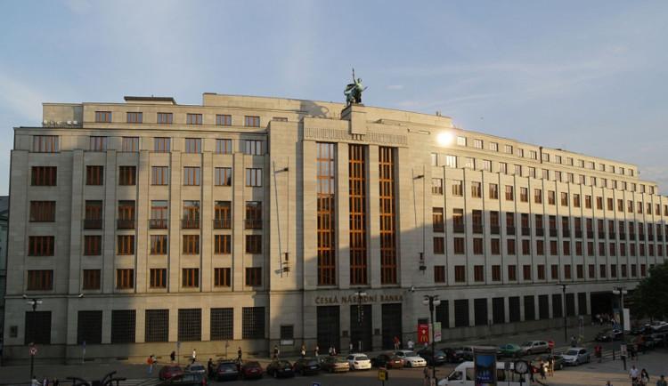 Glosa dne: ČNB se sklání před politikou ECB a nepustí korunu do roku 2016