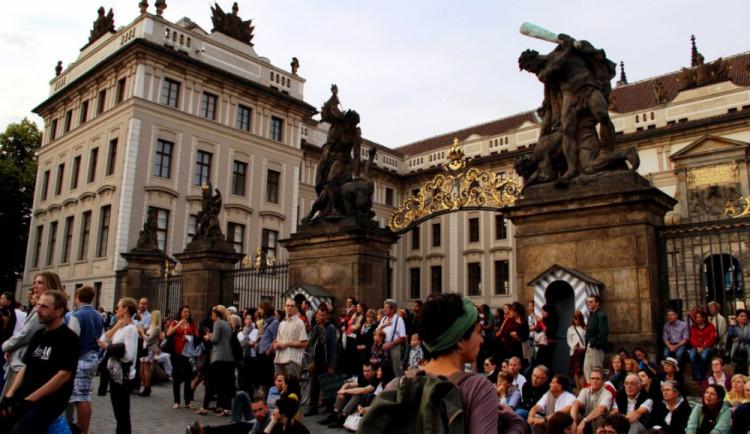 Do Prahy jezdí stále méně turistů, nejvíce Němců a Rusů