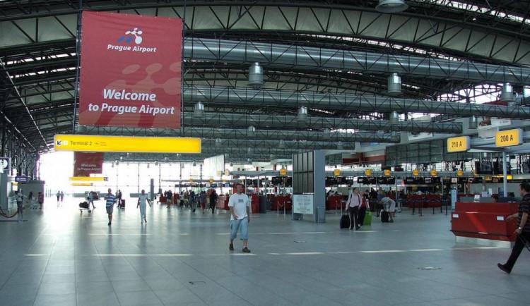 Na letišti v Praze začaly kontroly pasažérů kvůli ebole
