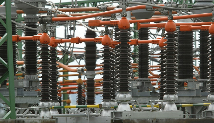 Námraza připravila statisíce lidí o proud, energetici mají plné ruce práce