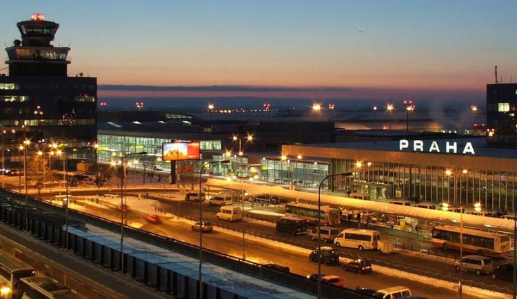 Papírové dotazníky kvůli ebole na letištích skončily