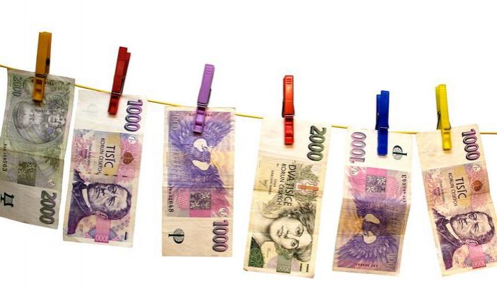 Policie zadržela dva padělatele peněz, jeden je vracel v taxi
