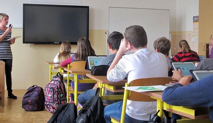 Sněmovna schválila školskou novelu bez registru učitelů