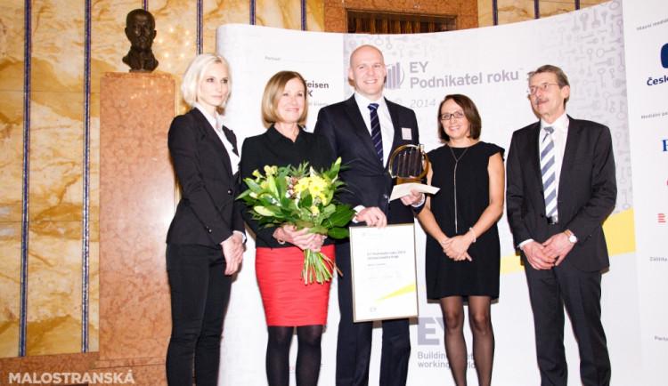 Za střední Čechy zvítězil Martin Vohánka, majitel společnosti W.A.G. payment solutions, cenu převzal David Holý (uprostřed)