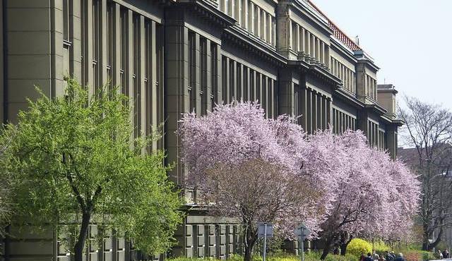 Sobotka a Chládek nechtějí snížit výdaje státu na vysoké školy