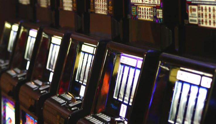 Ministerstvo financí odkládá účinnost nového loterijního zákona, má zatím novelu