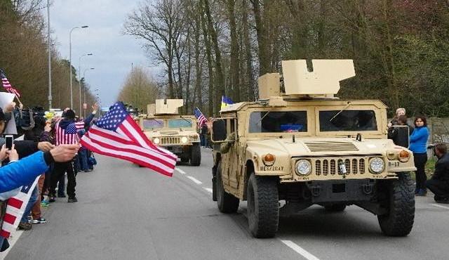 Do Ruzyně přijela první část amerického armádního konvoje