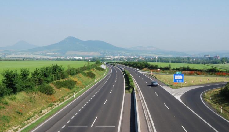 Zeman bude vetovat novelu umožňující jet po dálnicích až 150 km/h