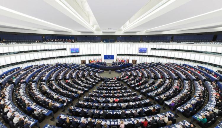 Europarlament podpořil návrh na přerozdělení 120.000 uprchlíků