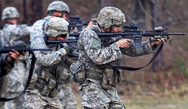 NATO kritizuje ČR za nedostatek vojáků a investic do armády