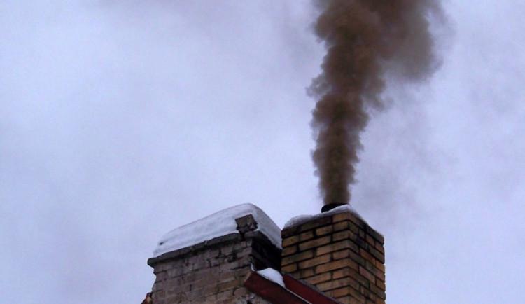 Úřady možná dostanou právo kontrolovat, čím lidé doma topí