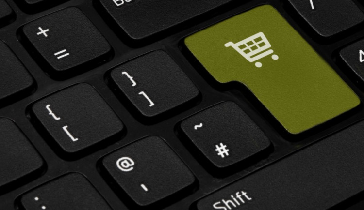 Češi milují nákupy přes internet, tržby rostou, nejvíce kupujeme počítače a mobily