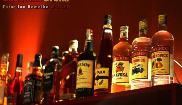 Zákaz večerního prodeje lahvového alkoholu na Praze 1? Bizarní regulace