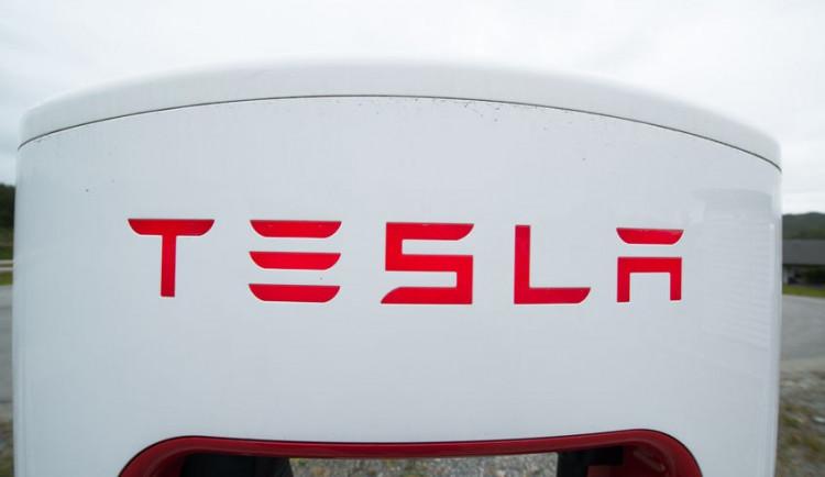 Web: Tesla by mohla postavit druhou Gigafactory severně od Prahy