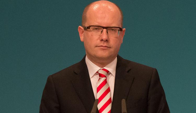 Komentář: Premiér nemá právo mluvit do mzdové politiky soukromé firmy