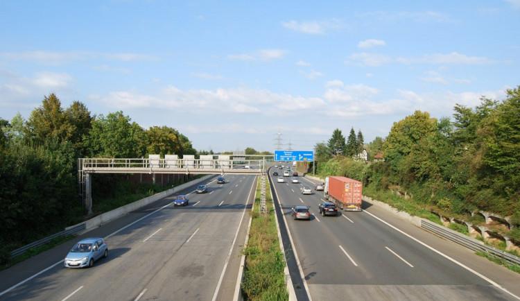 Za německé dálnice budou od roku 2019 platit i osobní auta