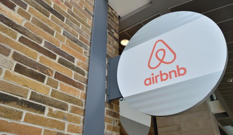 KOMENTÁŘ: Airbnb a Praha. Útoky politiků na sdílené ubytování nedávají smysl