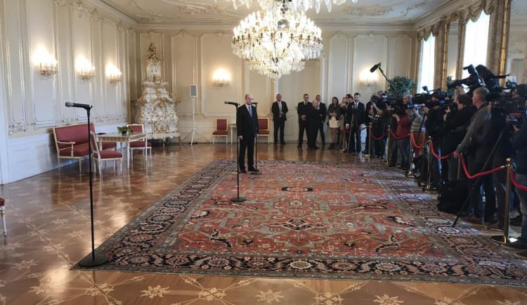 Politici označili setkání Zemana a Sobotky za ostudu. Lidem musí být smutno, říká Fiala