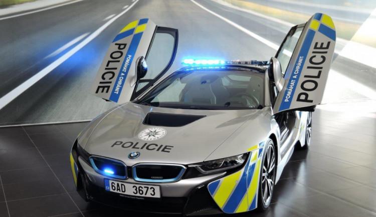 Policie dostala do užívání BMW i8, jezdit bude na jihu Moravy