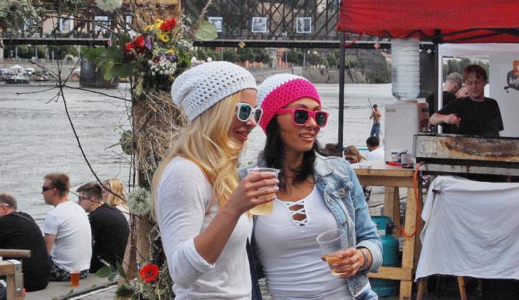 Cidery zaplaví náplavku na Smíchově. Bude tam největší zkvašená slavnost roku