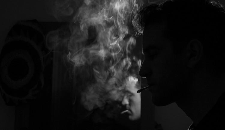 KOMENTÁŘ: Výsledek zákazu kouření? Lidové milice na Praze 1 a podhoubí pro další regulaci