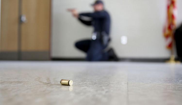 VIDEO: Utíkej, schovej se a bojuj! Policie radí, jak se chovat při útoku aktivního střelce