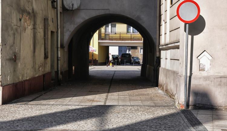 Obce můžou zvýšit poplatek za vjezd autem nově až na 200 korun