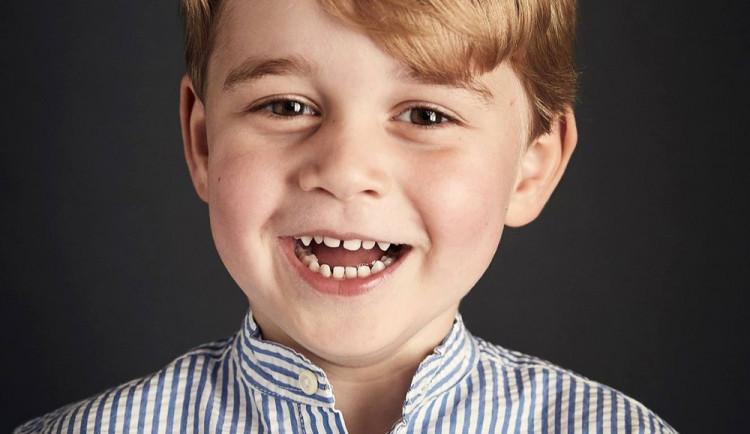 Britská královská rodina zveřejnila nový portrét prince George