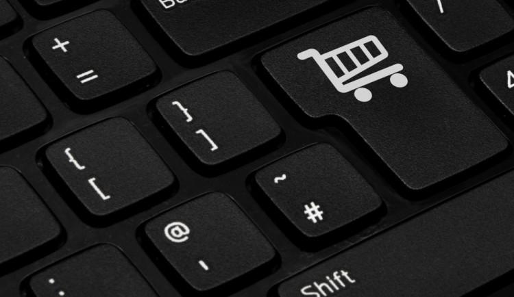 Češi utratili za pololetí v e-shopech 46 miliard korun, o třináct procent více