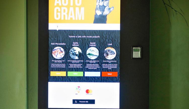 Návštěvníci ZOO Praha mohou přispět na záchranu ohrožených druhů pomocí unikátních kiosků
