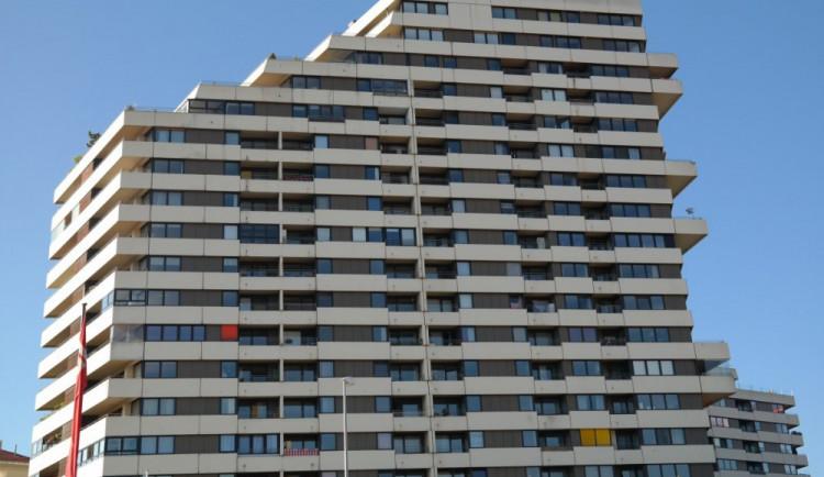 KOMENTÁŘ: Důkaz špatné regulace? Města chtějí stavět sociální byty