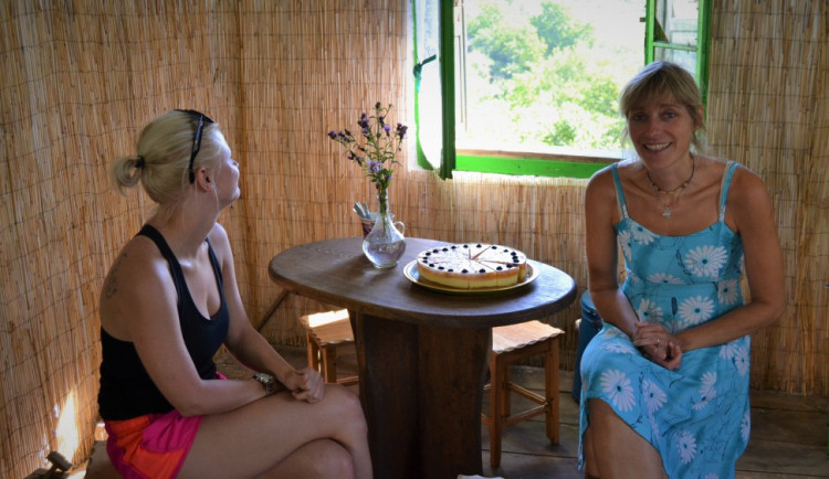 Utekla před stresem do rumunského Banátu. Helena Kovářová osladila místním i turistům život