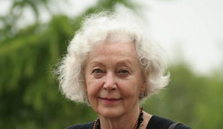 Po dlouhé nemoci zemřela herečka Květa Fialová. Bylo jí osmaosmdesát let