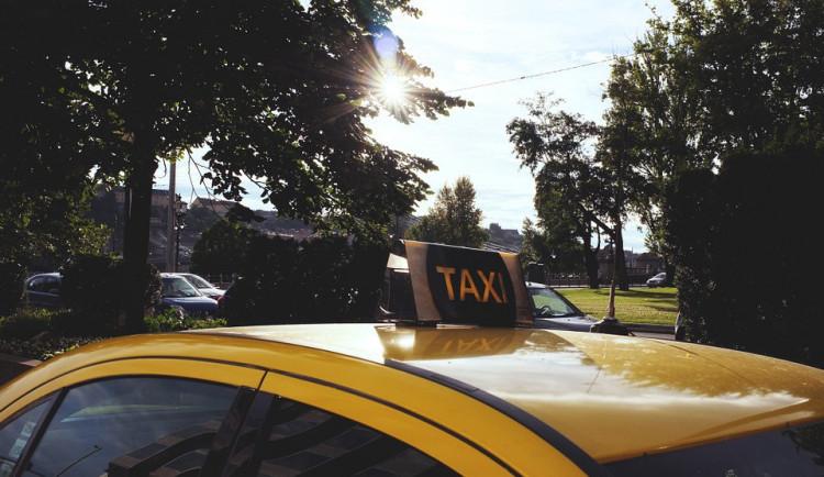 Proti pokroku? Stávka taxikářů je boj světrnými mlýny