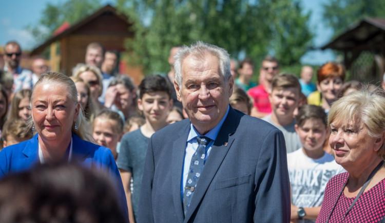 Protiruské sankce by měl nahradit dialog mezi občany, míní Zeman