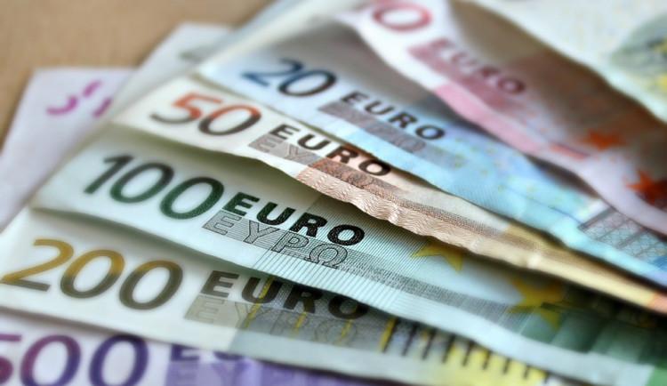 Na zavedení eura v příštích letech se uchazeči o Hrad neshodnou