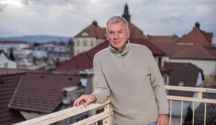 Pražská kavárna existuje, tvrdí Vratislav Kulhánek