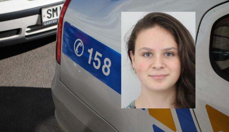 Pohřešuje se sedmnáctiletá dívka. Odešla z domova, telefon má vypnutý