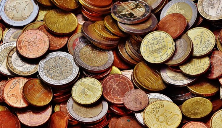 Bez peněz do ciziny nelez. Na co vše si při obstarávání valut dávat pozor?