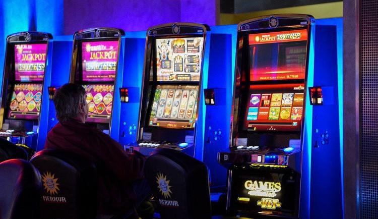 Obce dále omezují hazard, příjmy z něj přitom některým rostly