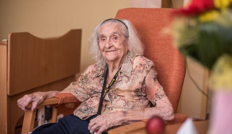 (NE)OBYČEJNÍ: Boženě Moravcové z Budějc je sto jedna let. V pětadevadesáti letěla balonem