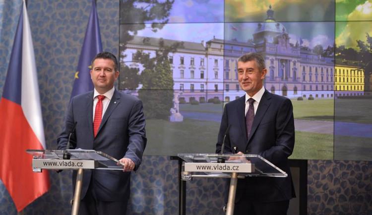 Vláda ANO a ČSSD podpořená komunisty získala důvěru poslanců