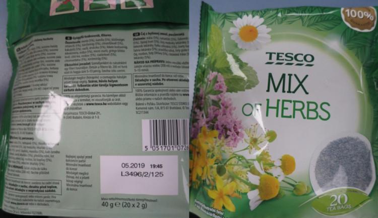 Potravinářská inspekce zjistila v obchodním řetězci Tesco čaj s nebezpečnými alkaloidy