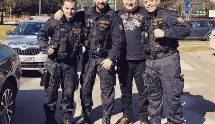 Policisté, kteří se v Ostravě fotili s Kajínkem, byli potrestáni
