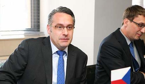 Diplomová práce ministra obrany Metnara není podle univerzity plagiát. Pouze neuvedl citace