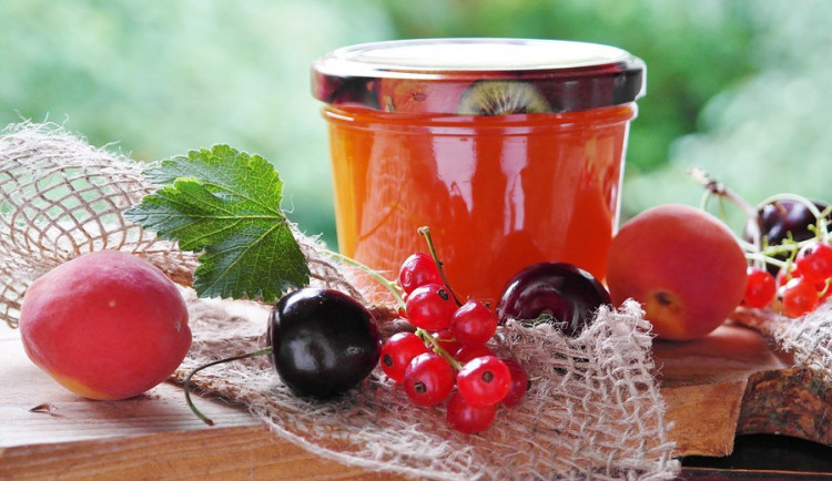 DRBNA VAŘÍ: Co s kilem mirabelek? Do marmelády!