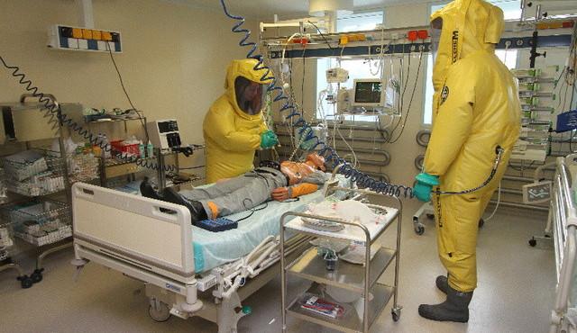 Nemocnice, v níž nikdo nechce skončit. České Centrum biologické ochrany zkouší i léky na ebolu