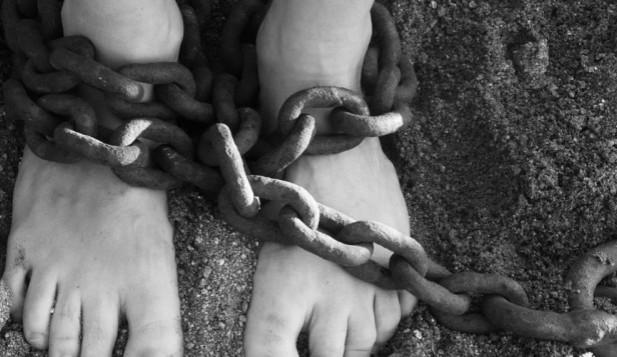 Pohled do zákulisí únosů: nejde jen o výkupné, peníze tečou už během jednání o rukojmích