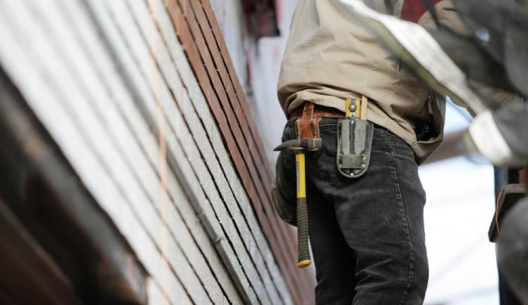 Od září se zintenzivní kontroly nelegálního zaměstnávání. Počty odhalených případů jdou do tisíců
